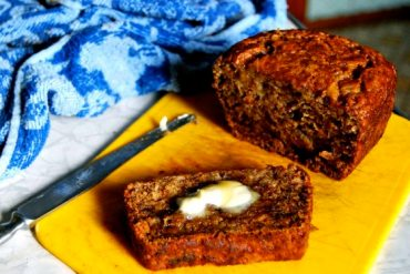 low-fat applesauce banana bread