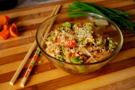 thai rice noodles with veggies and tofu